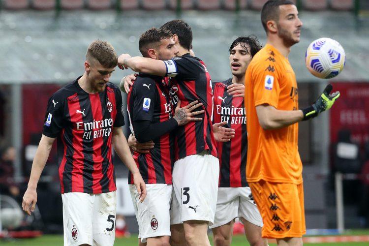 slavlje fudbalera Milana posle pobede protv Benventa