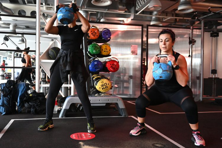 vežbanje; teretana; trening