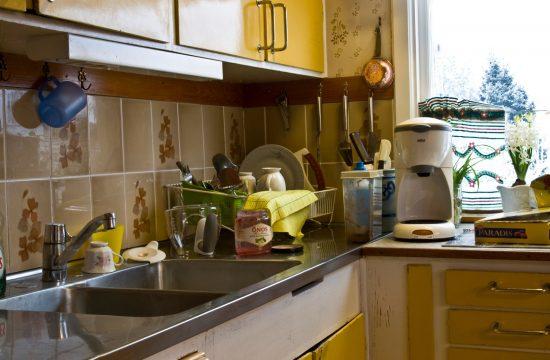kuhinja: nered; stan