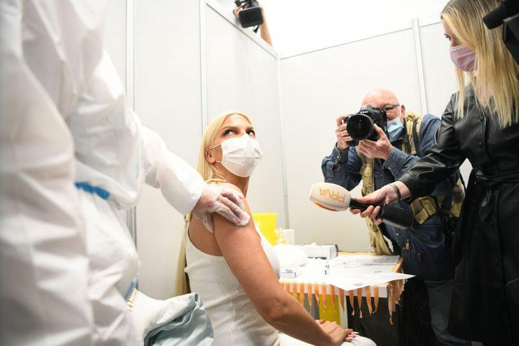 Jelena Karleuša, vakcinacija Ušće šoping centar