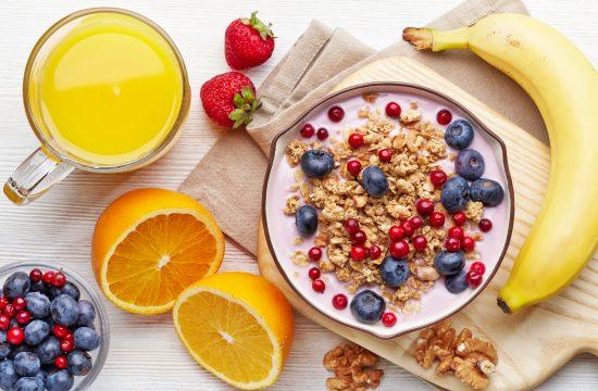 Healthy,Breakfast.,Bowl,Of,Yogurt,With,Granola,And,Berries