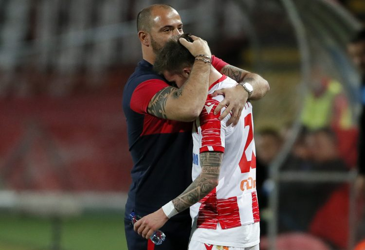 Dejan Stanković čestita igraču na pogotku