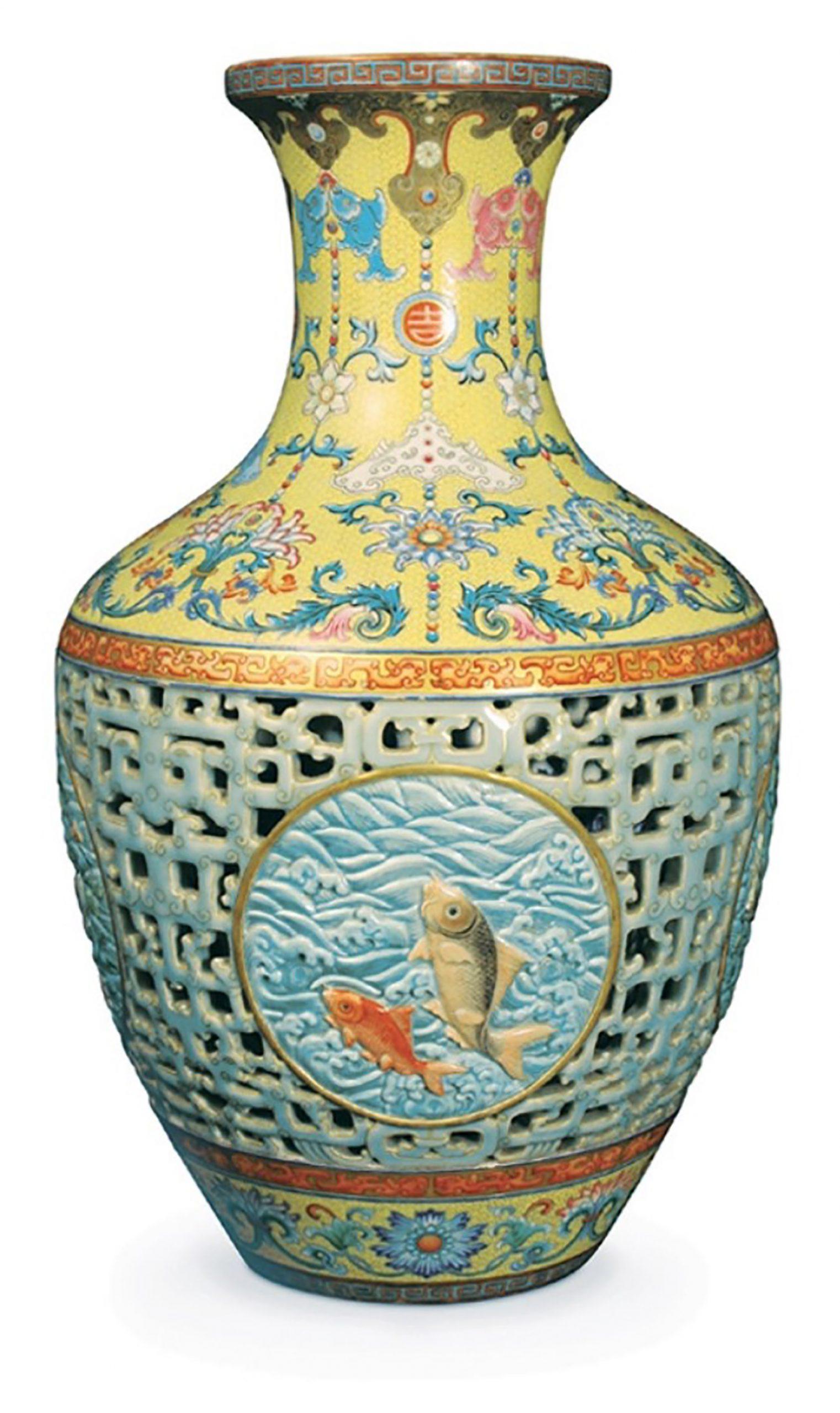 Qing dynasty vase (1735–96)