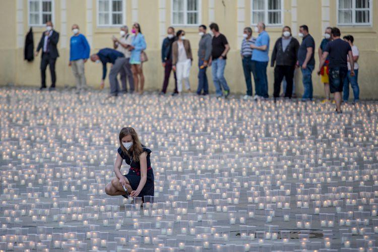 Prag sveće za žrtve koronavirusa