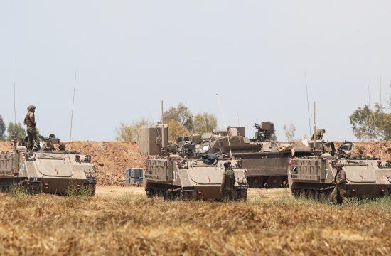 Izraelski vojnici okupljaju se na granici sa Gazom