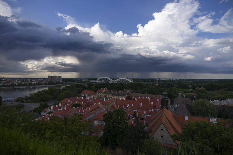 Novi Sad oblaci panorama