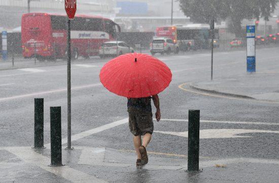 kiša; pljusak; kišobran; vremenska prognoza