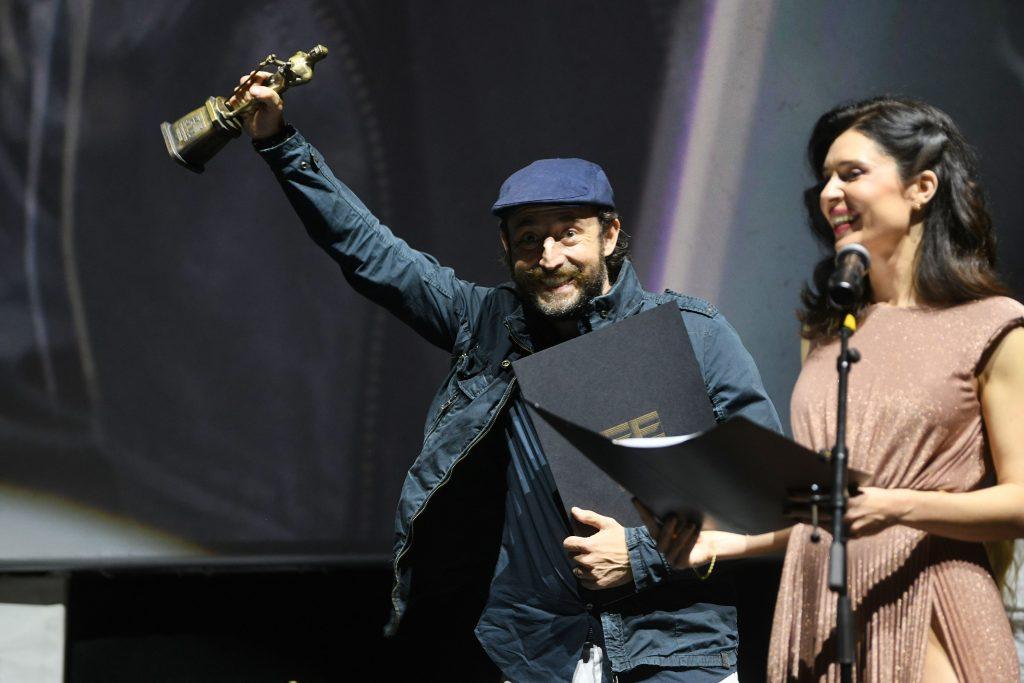 Nikola Djuricko nagrada za najbolju musku ulogu u filmu Ziv covek i Dubravka Kovjanic
