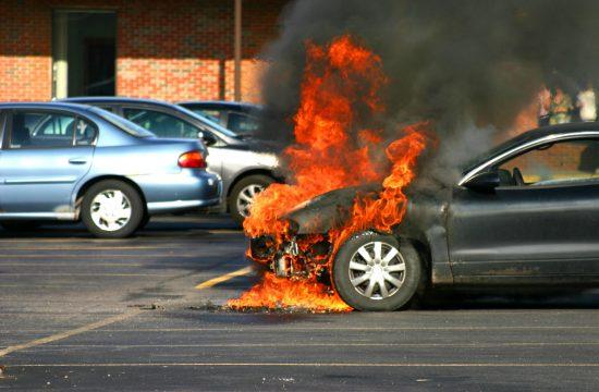 Zapaljen automobil, požar, auto, vatra, gori automobil