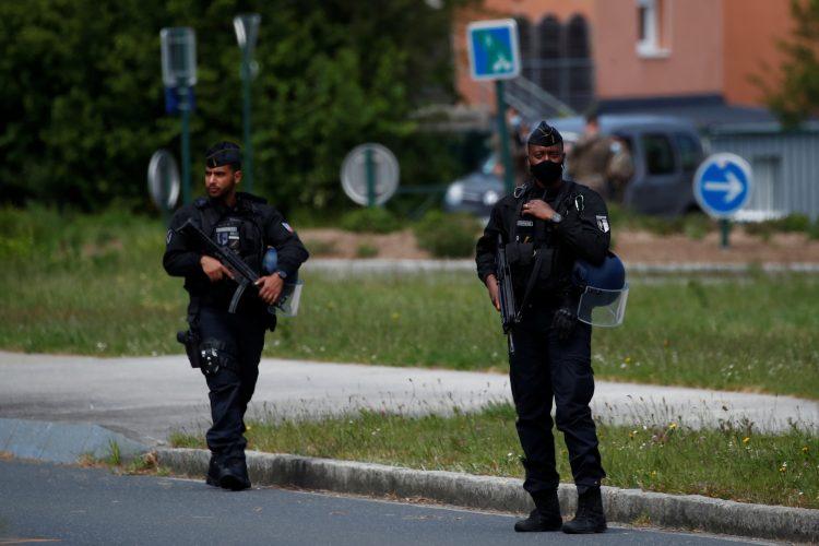 Nant: Muškarac ranio tri policajca, ubijen u razmeni vatre