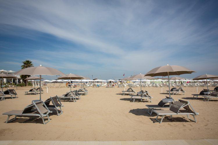 Sardinija plaza beli pesak