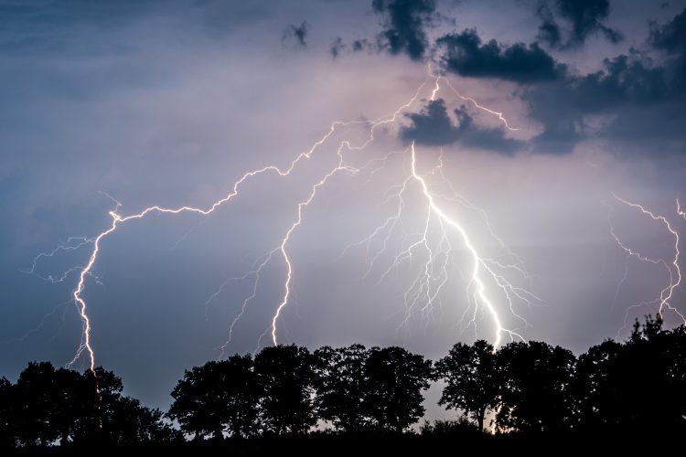Grom oluja nevreme