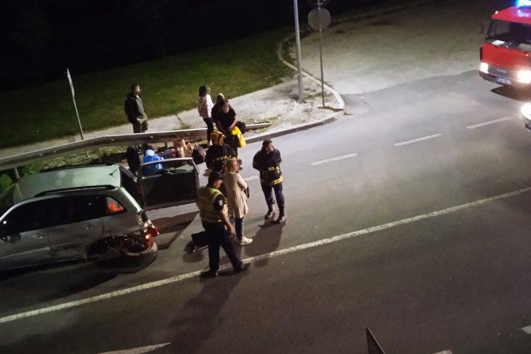 Užice, izlaz iz Užica ka Beogradu, saobraćajna nesreća, udes, policija, uviđaj, uvidjaj, vatrogasci, noć, mrak