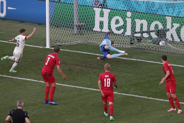 Torgan Azar, Fudbalska reprezentacija Belgije