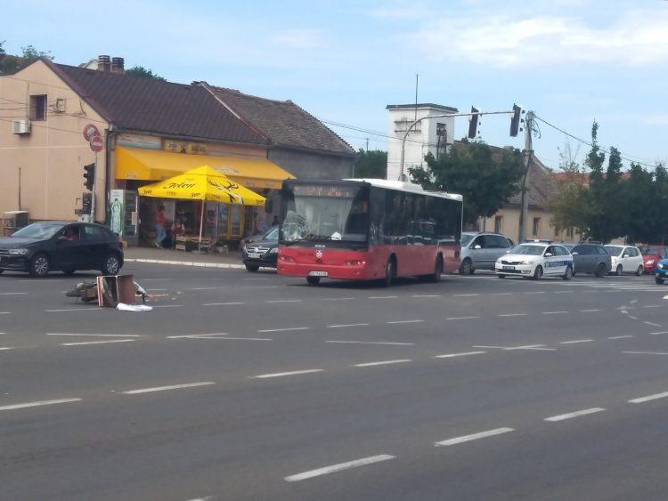 Saobraćajna nesreća, udes, Vojvođanska, Vojvodjanska ulica, Dušana Vukasovića ulica, ugao, autobus udario motociklistu, motor, motociklista