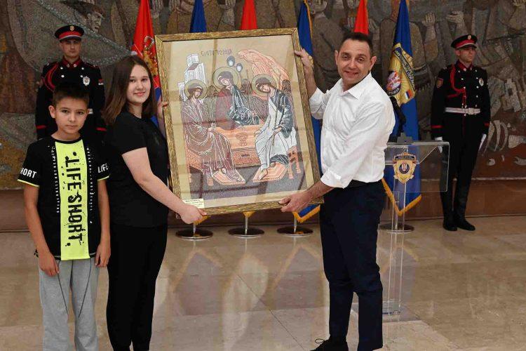 Aleksandar Vulin Ikona Svete Trojice poklon