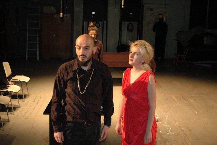 Ako dugo gledaš u ponor, predstava, Sterijino pozorje, Novi Sad
