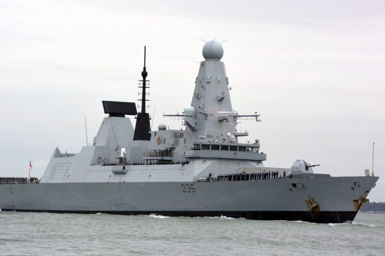 Britanski razarac HMS Defender