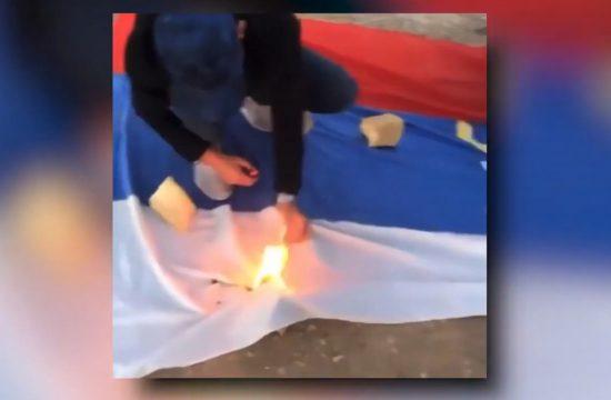 Paljenje srspske zastave