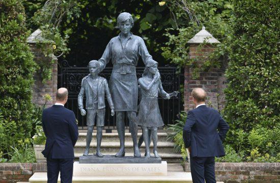 Princ Hari i princ Vilijam otkrivaju spomenik