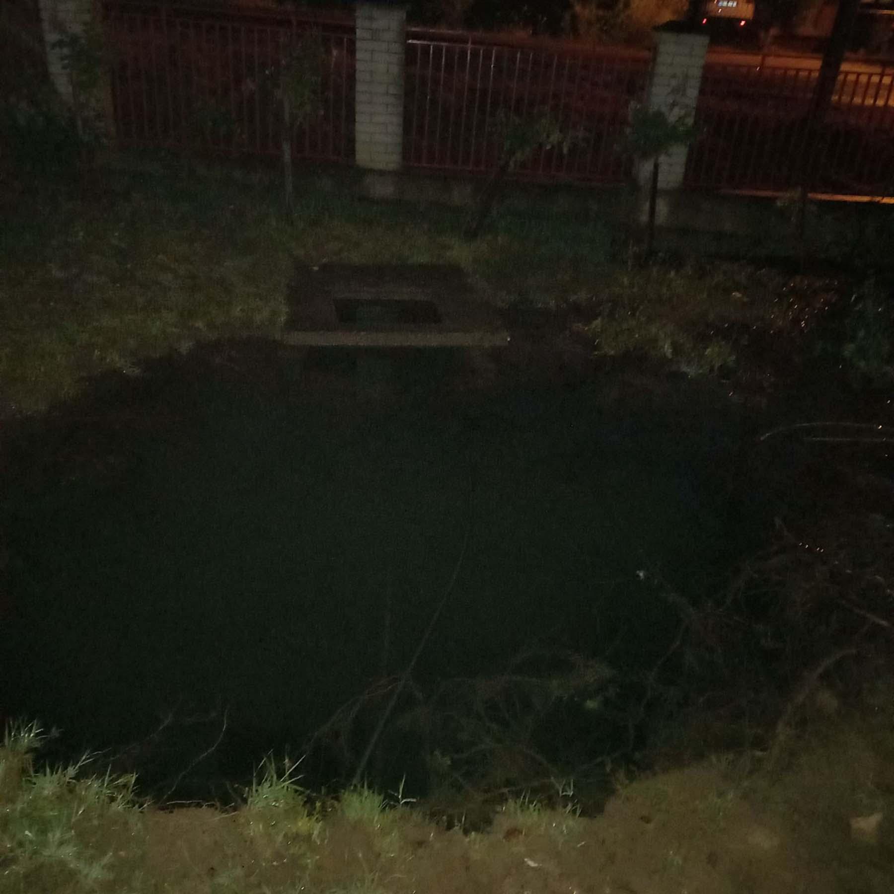 Zeleznik pukla cev poplava dvoriste havarija voda