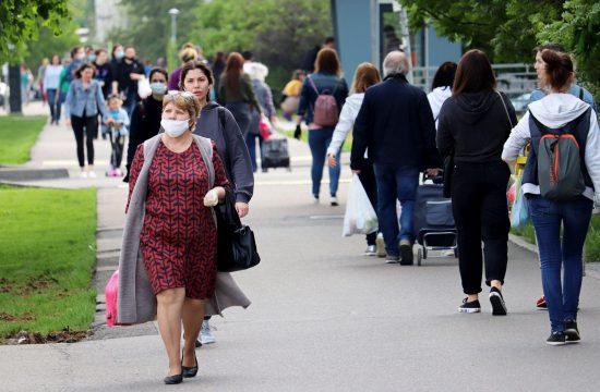 ljudi sa maskama
