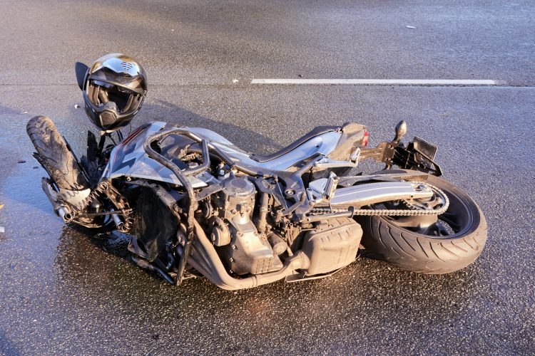 Ilustracija oboren motociklista