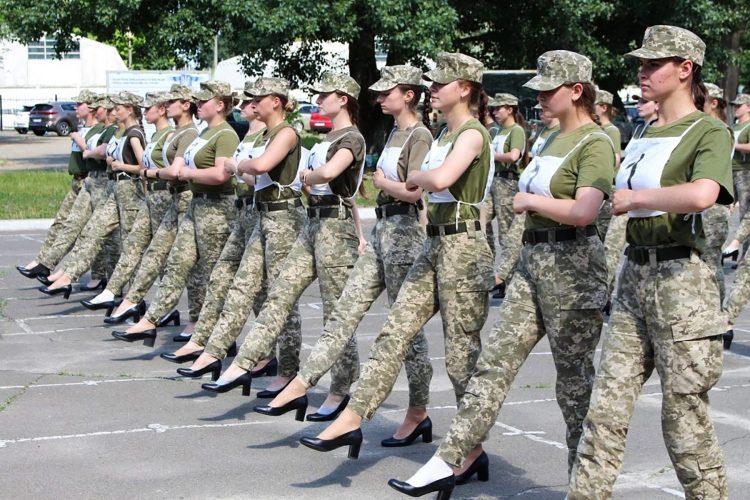 Ukrajina, žene, vojska, štikle, marš, marširanje