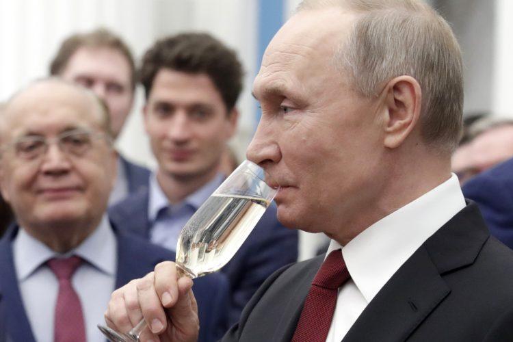 Vladimir Putin, šampanjac