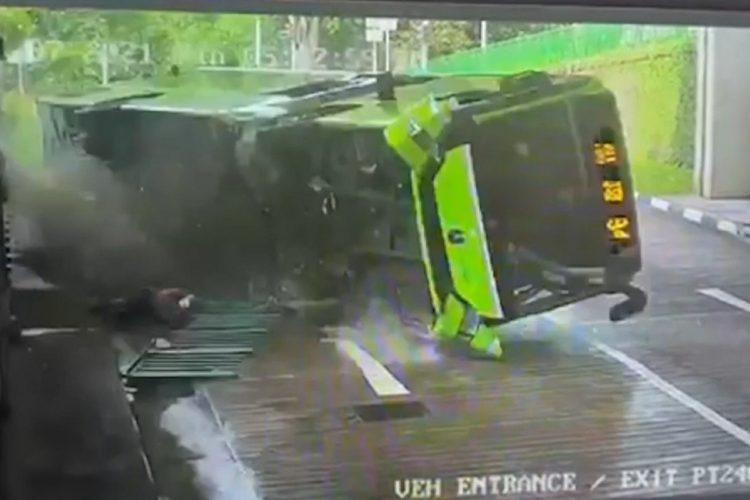 Prevrtanje autobusa