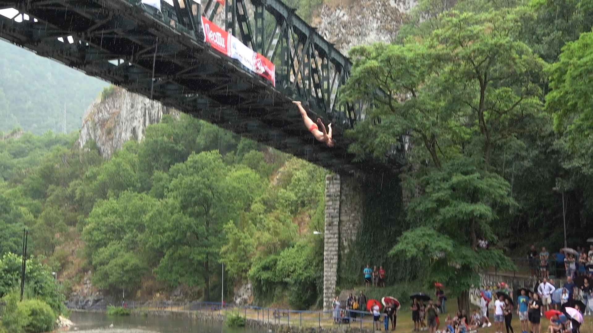 Užice, tradicionalni visinski skokovi sa Starog železničkog mosta u Užicu, Stari železnički most, skokovi
