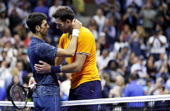 Novak Đoković i Huan Martin Del Potro u zagrljaju