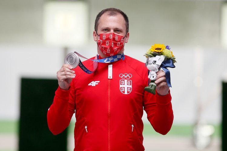 Damir Mikec na dodeli medalja u Tokiju