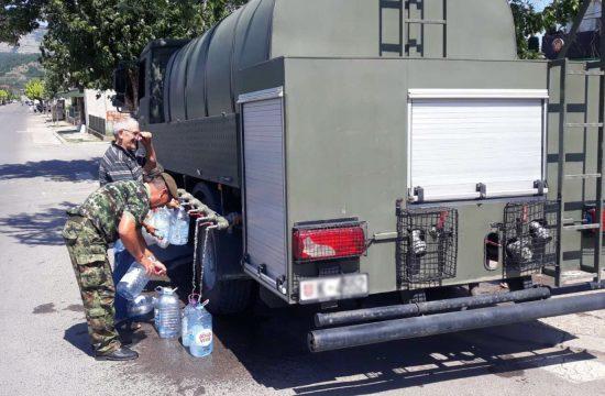 Vojska Srbije pomaze u vodosnabdevanju ugrozenih opstina