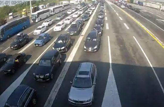 Granični prelaz Batrovci, ulaz u Srbiju iz Hrvatske, granica, gužva, kolona AMSS kamere