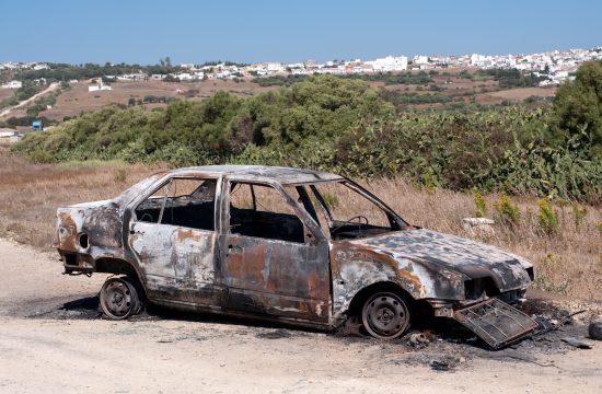 Auto, automobil, zapaljen, izgoreo, olupina