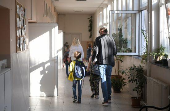 Polazak skola djaci ucenici osnovci
