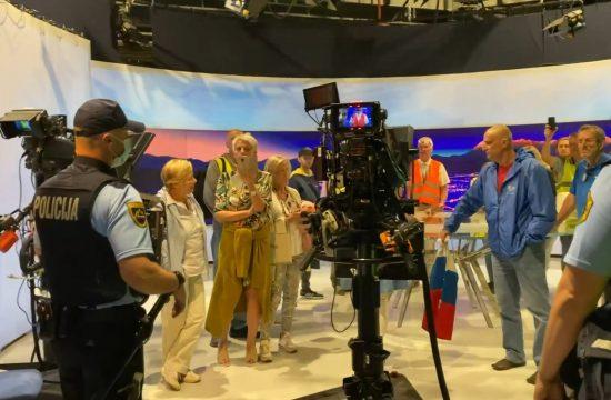 Televizija Slovenija, antivakseri, upad na televiziju, Dnevnik, policija