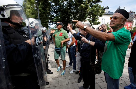 Cetinje, Crna Gora, protest, policija, ograda, Joanikije