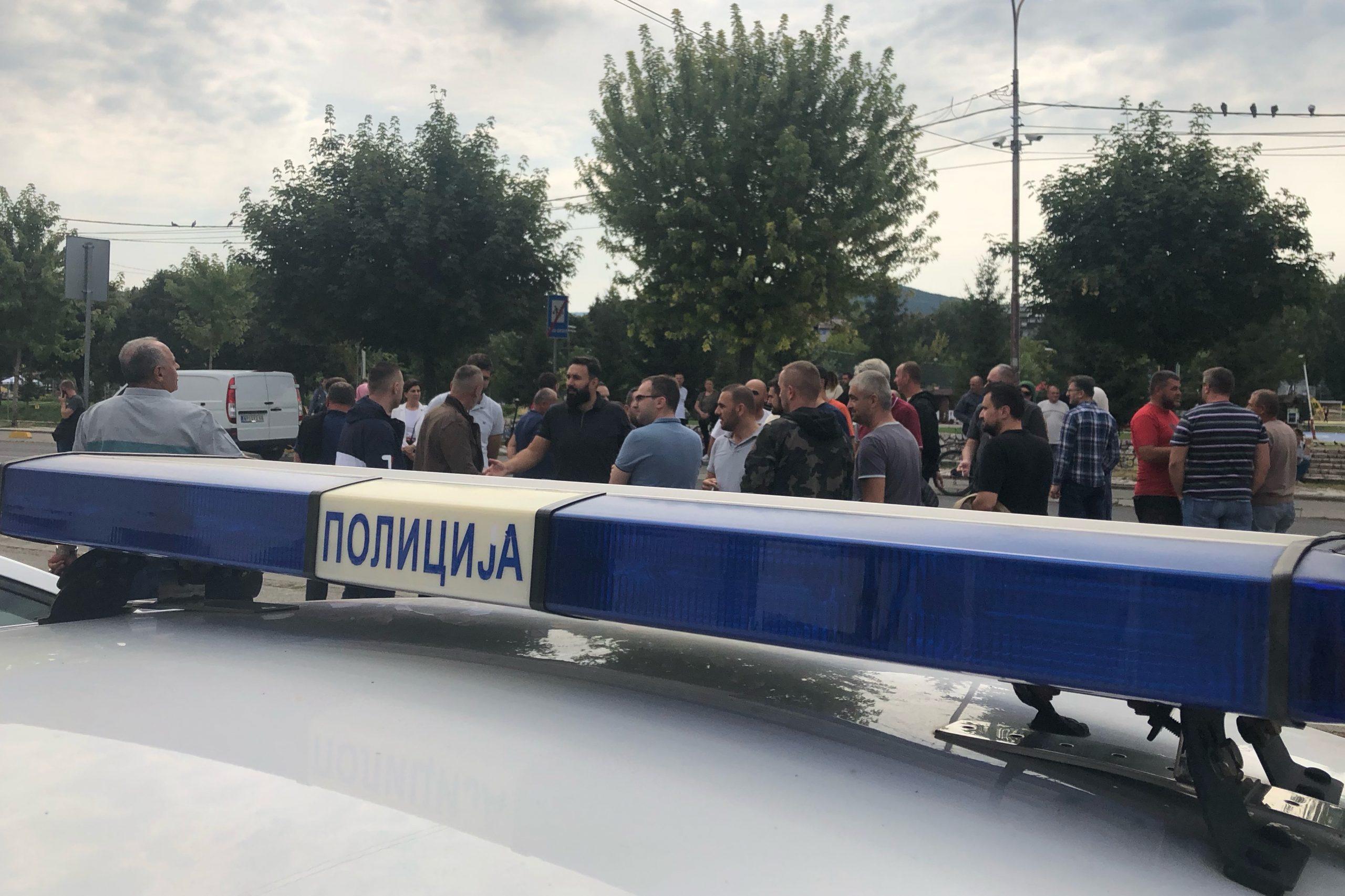 Protest ispred zgrade policijske uprave u Novom Pazaru
