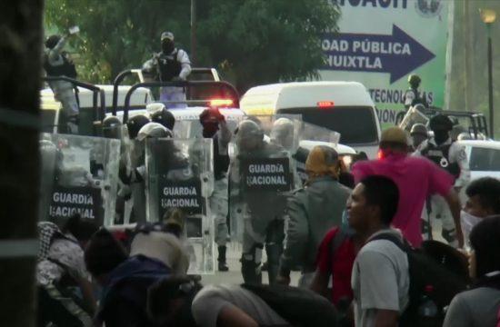 Tuča migranta i policije u Meksiku