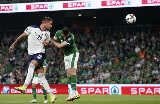 Sergej Milinković Savić postiže gol protiv Irske