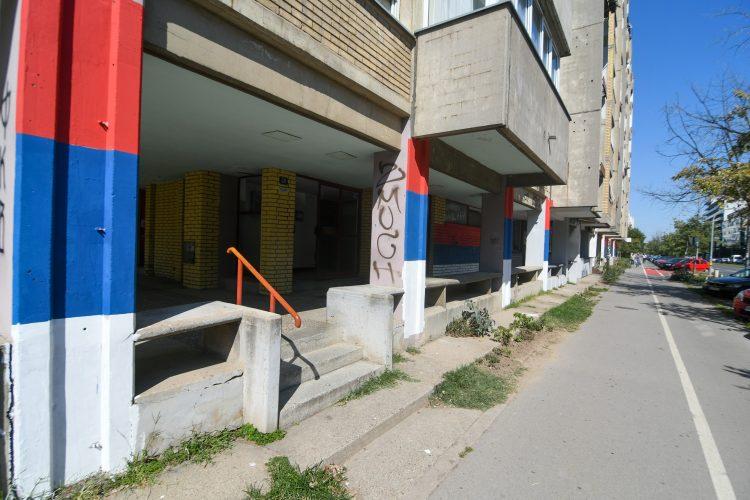 Novi Sad Naselje Liman, srpska zastava, zastave, fasade ofarbane u boje srpske zastave