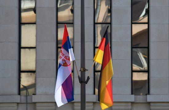 Zastave Nemačke i Srbije kao dobrodošlica Angeli Merkel