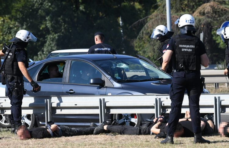 Policija, hapšenje, autoput, auto-put, Geneks kula, akcija policije