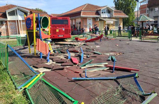 Zemun nesreća autobus u dečijem igralištu