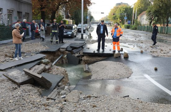 Zagreb, Hrvatska, poplava, pucanje cevi, pukla cev