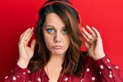 Žena, devojka, slušalice, muzika, crveno, zelene oči