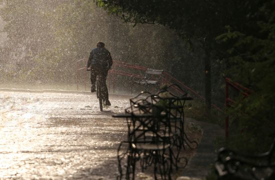 Kiša, nevreme, veče, noć, mrak