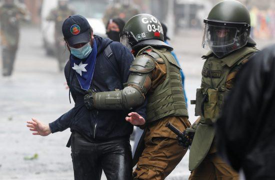 Čile protest policija